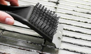 Kingfisher BBQ Brass Bristle Cleaner Brush with Metal Scraper