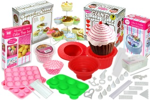 204 Piece cake and cupcake baking and decorating set
